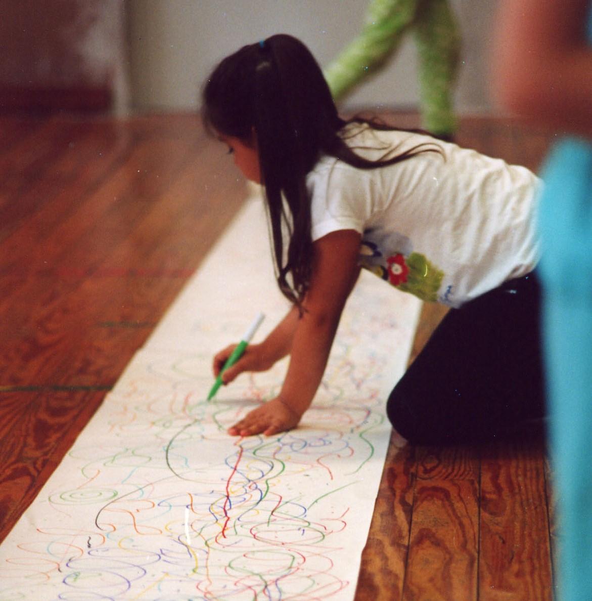 petite fille et dessin