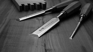 services : ciseaux à bois