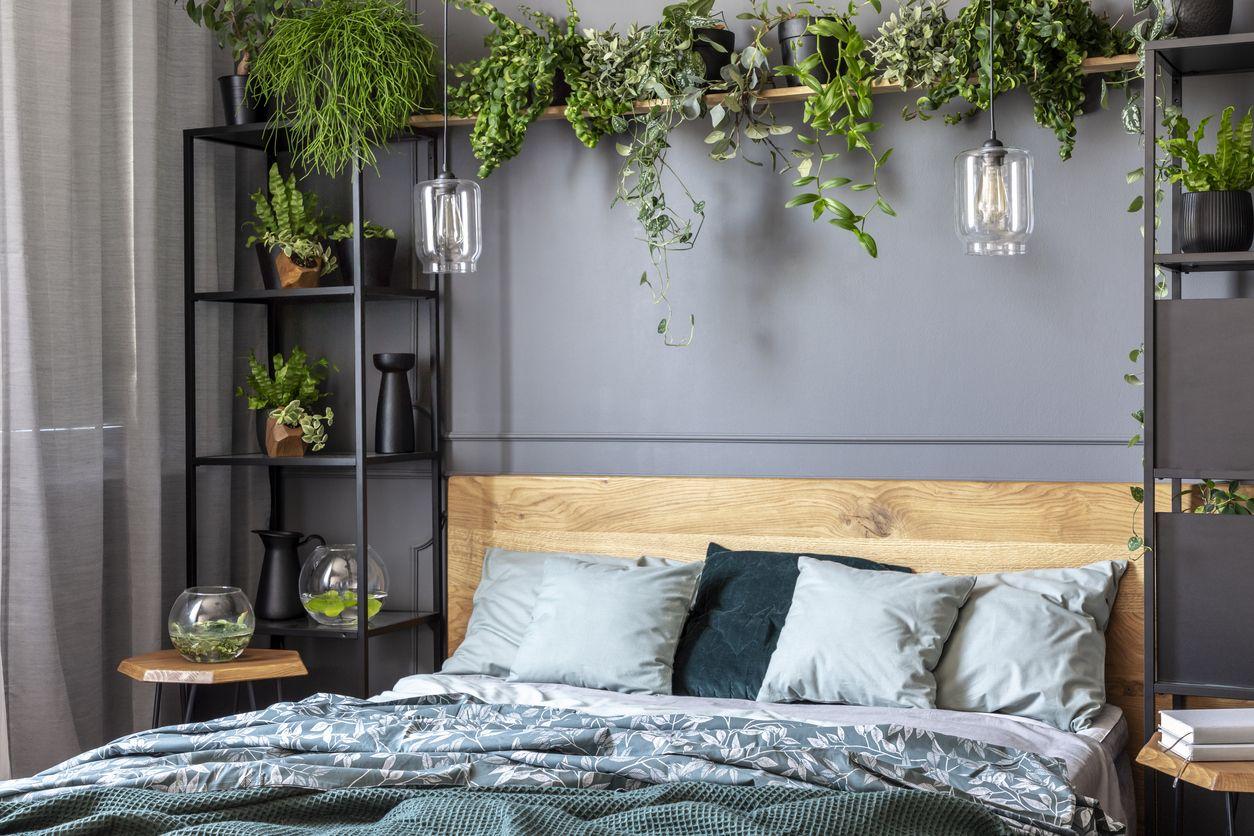 comment fixer une tete de lit en bois