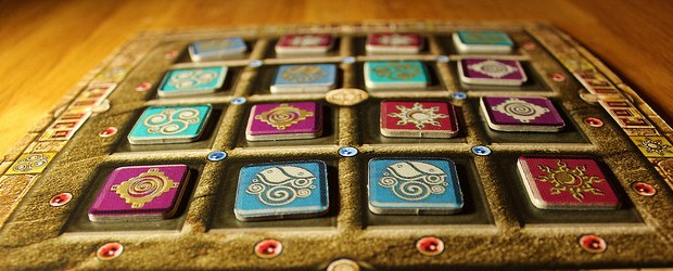 Abstract games don't have to be long and complex to be good, Codinca shows that it's perfectly possible to make am abstract that you can teach in five minutes, play in thirty, and still have a great time the whole time.