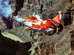 Wingsuit flying nedir
