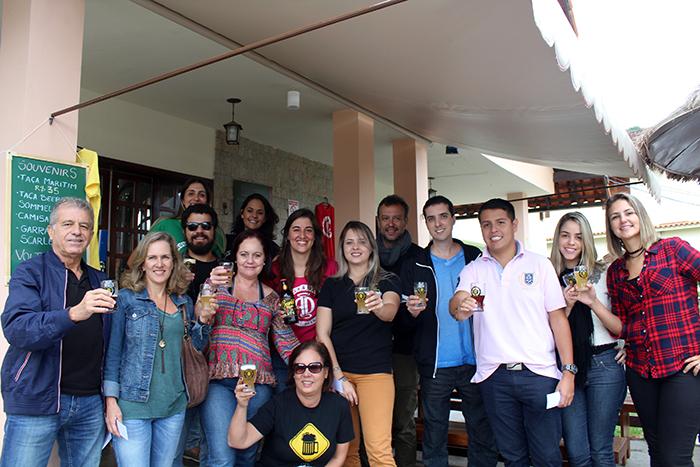 Grupo de cervejeiros e agentes na cervejaria Angels & Devils, em Nova Friburgo