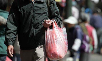 Esta tienda creo marcas ficticias para que sus clientes no se olvidaran de sus bolsas reutilizables