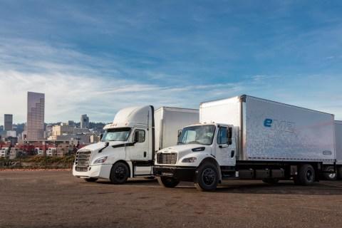 Daimler Trucks bringt weitere elektrische Freightliner Lkw für Kundentests auf die Straße