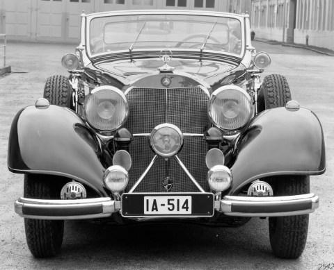 """Rollende Pracht: Der Repräsentationswagen Typ """"Großer Mercedes""""Foto: Ein W 24 aus dem Jahr 1937. Die Front dieses siebensitzigen offenen Tourenwagens hat große Ähnlichkeit mit dem Typ 540 K, von dem der Motor und der Kühler übernommen wurden. Die Baureihe W 24 entstand in kleiner Stückzahl als Übergangsfahrzeug zwischen den Baureihen W 07 und W 150"""
