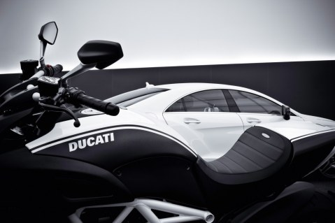 Ducati Diavel AMG Special Edition 2011 e CLS 63 AMG