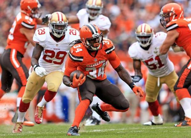 CLEVELAND, OH - DECEMBER 13: Running back Isaiah Crowell #34 of the Cleveland Browns runs the ball during the second quarter against the San Francisco 49ers at FirstEnergy Stadium on December 13, 2015 in Cleveland, Ohio. (Photo by Andrew Weber/Getty Images)