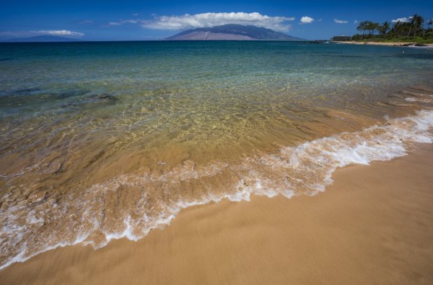 The beaches of Southern Maui offer long, wide stretches of golden sand and turquoise waters. (Photo: HTA/Tor Johnson)