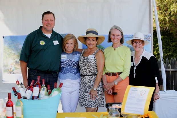 Nicole Scarborough photo Atherton City Council member Cary Wiest, left, with Atherton Now committee members, from left, Kim Young, Christine David, Didi Fishera and Beverly Lenihan, at the first Atherton Family Faire & Farmers Market, Sept. 25, 2016, at the Atherton Civic Center.