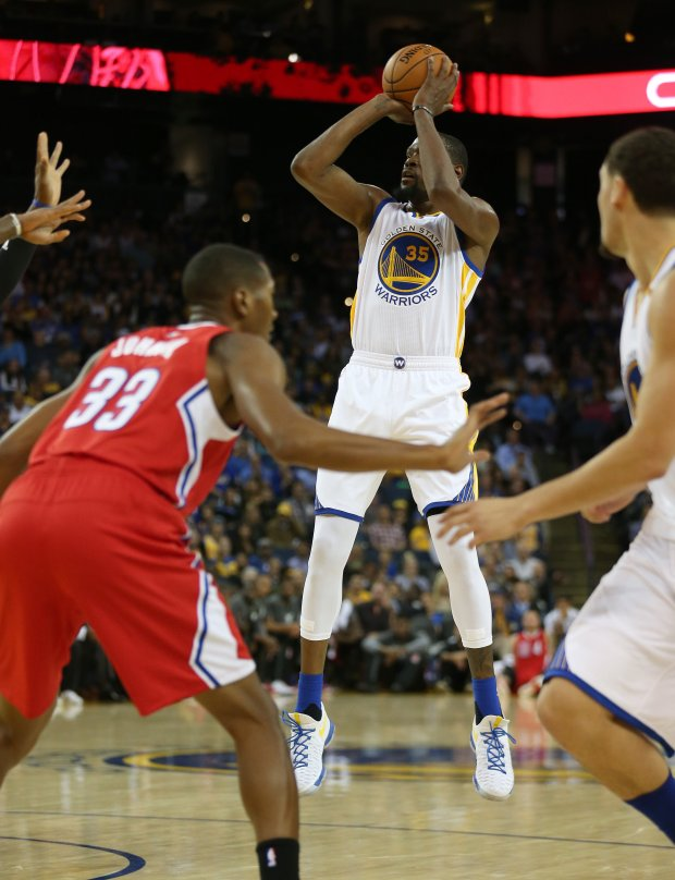 Golden State Warriors' Kevin Durant (35) shoots in the first quarter of their NBA game against the Los Angeles Clippers at Oracle Arena in Oakland, Calif., on Tuesday, Oct. 4, 2016. (Jane Tyska/Bay Area News Group)