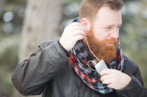 The travel-friendly Shold-It scarf has a hidden pocket to hold your phone, keys, credit cards or boarding pass. (Photo: Shold-It)
