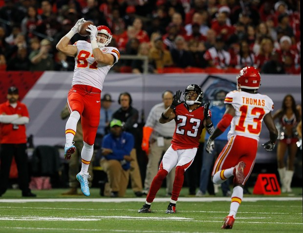 ATLANTA, GA - DECEMBER 04: Travis Kelce #87 of the Kansas City Chiefs pulls in this reception against Robert Alford #23 of the Atlanta Falcons at Georgia Dome on December 4, 2016 in Atlanta, Georgia. (Photo by Kevin C. Cox/Getty Images)