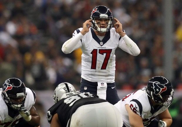 MEXICO CITY, MEXICO - NOVEMBER 21:   Brock Osweiler #17 of the Houston Texans calls a play at the line of scrimmage against the Oakland Raiders at Estadio Azteca on November 21, 2016 in Mexico City, Mexico.  (Photo by Buda Mendes/Getty Images)