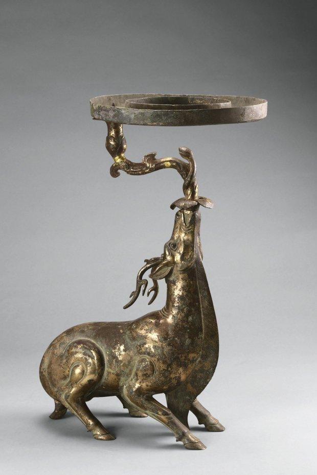 Lamp in the shape of a deer, unearthed from Tomb 1, Dayun Mountain,Xuyi, Jiangsu. Western Han period (206 B.C.–A.D. 9). (Photograph © Nanjing Museum)