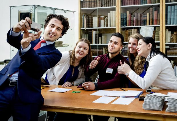 Dutch Green Party (Groen Links) leader Jesse Klaver  takes a selfie with  workers  at a polling station on March 15, 2017 in The Hague. ( Robin van Lonkhuijsen / AFP Getty)