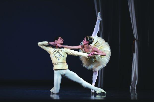 """Vanessa Zahorian, right, and Carlo Di Lanno in George Balanchine's""""Diamonds"""" at San Francisco Ballet. (© Erik Tomasson)"""