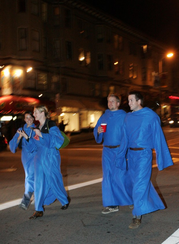 legal battle over snuggie is it a blanket or clothing similar to
