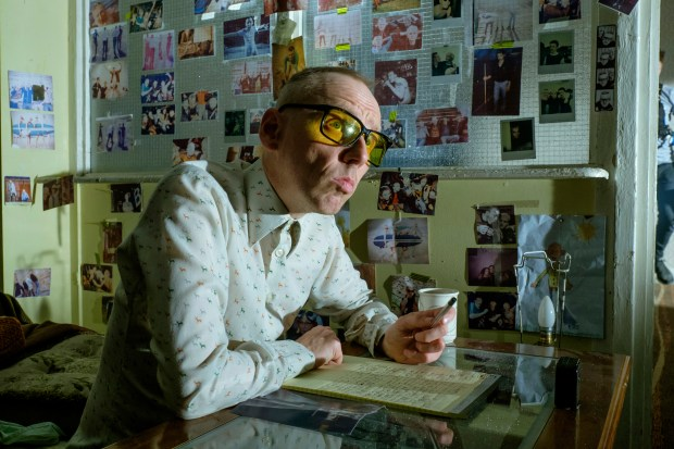 """This image released by TriStar Pictures shows Ewen Bremner in a scene from """"T2: Trainspotting."""" (Jaap Buitendijk/Sony - TriStar Pictures via AP)"""
