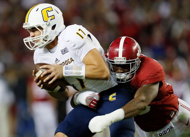 TUSCALOOSA, AL - NOVEMBER 19: Reuben Foster #10 of the Alabama Crimson Tide sacks Tyler Roberson #17 of the Chattanooga Mocs at Bryant-Denny Stadium on November 19, 2016 in Tuscaloosa, Alabama. (Photo by Kevin C. Cox/Getty Images)