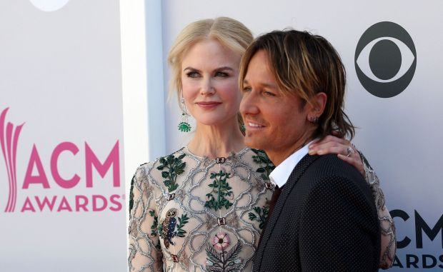 Australian actress Nicole Kidman and New Zealand-born Australian-American country musician Keith Urban pose as they arrive for the 52nd Academy of Country Music Awards on April 2, 2017, at the T-Mobile Arena in Las Vegas, Nevada. / AFP PHOTO / Tommaso BoddiTOMMASO BODDI/AFP/Getty Images