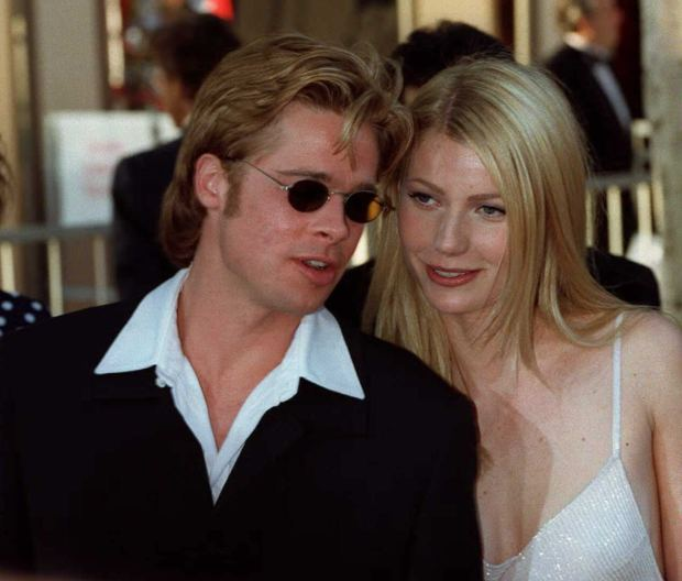 """LOS ANGELES, UNITED STATES: Actor Brad Pitt (L), nominee for best supporting actor for his role as """" Jeffrey Goines"""" in """"12 Monkeys"""" and his companion Gwyneph Paltrow (R) arrives at the Dorothy Chandler Pavillion in Los Angeles 25 March for the 68th annual Academy awards. This is Pitt's first nomination for an Oscar. AFP PHOTO Vince Bucci (Photo credit should read KIM KULISH/AFP/Getty Images)"""