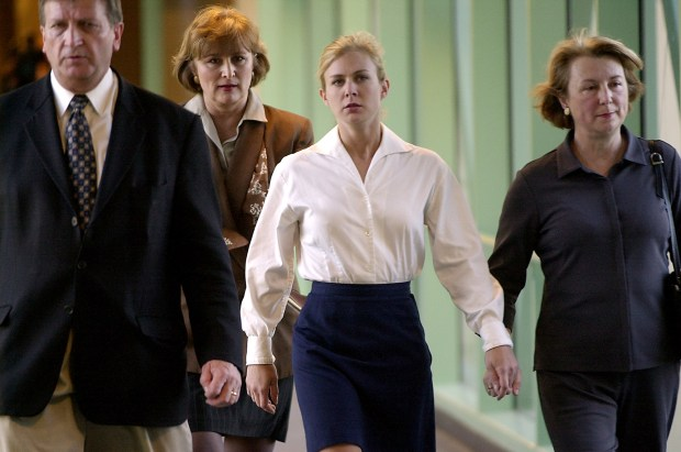 Kristin Rossum, center right, a San Diego County toxicologist, before the guilty verdict in her murder trial, Nov. 12, 2002. (AP Photo/Union Tribune, K.C. Alfred)