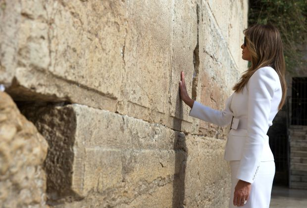 US First Lady Melania Trump visits the Western Wall, the holiest site where Jews can pray, in Jerusalems Old City on May 22, 2017. / AFP PHOTO / POOL / Heidi Levine (Photo credit should read HEIDI LEVINE/AFP/Getty Images)