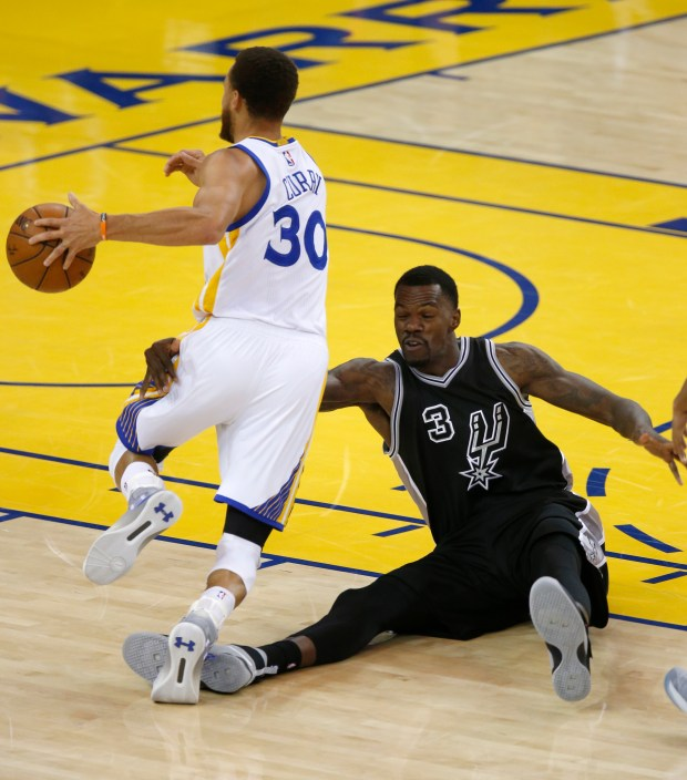 Golden State Warriors' Stephen Curry (30) dribbles past San Antonio Spurs' Dewayne Dedmon (3) in the third quarter of Game 2 of the NBA Western Conference Finals at Oracle Arena in Oakland, Calif., on Tuesday, May 16, 2017. (Nhat V. Meyer/Bay Area News Group)