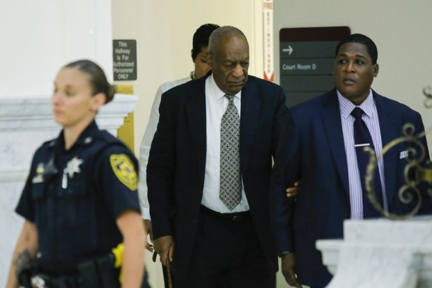 NORRISTOWN, PA - JUNE 15: Bill Cosby (C) arrives with aide Andrew Wyatt (R) on the fourth day of jury deliberations in Cosby's sexual assault trial at the Montgomery County Courthouse on June 15, 2017 in Norristown, Pennsylvania. (Photo by Eduardo Munoz Alvarez-Pool/Getty Images)