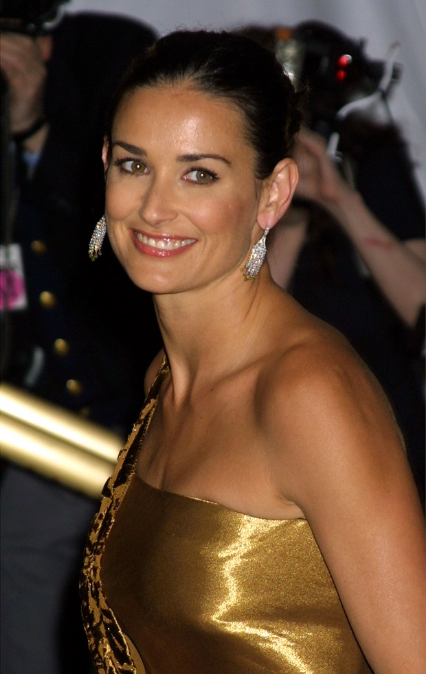 388208 31: Actress Demi Moore attends The Costume Institute Gala to celebrate the clothes of Jacqueline Kennedy April 23, 2001 at the Metropolitan Museum of Art in New York City. (Photo by George De Sota/Newsmakers)