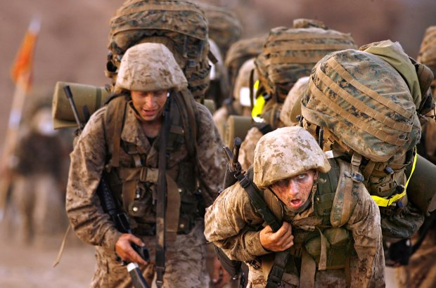 Marine recruits on a 10-mile hike during boot camp at Camp Pendleton, Calif (Los Angeles Times photo by Rick Loomis)
