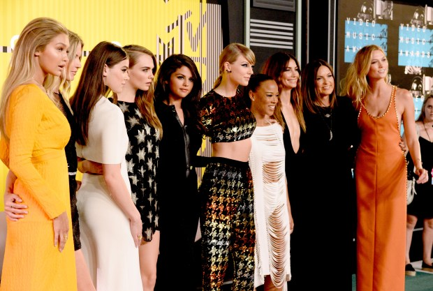 LOS ANGELES, CA - AUGUST 30: (L-R) Models Gigi Hadid and Martha Hunt, actress Hailee Steinfeld, model Cara Delevingne, recording artists Selena Gomez and Taylor Swift, actress Serayah McNeill, model Lily Aldridge, actress Mariska Hargitay and model Karlie Kloss attend the 2015 MTV Video Music Awards at Microsoft Theater on August 30, 2015 in Los Angeles, California. (Photo by Frazer Harrison/Getty Images)