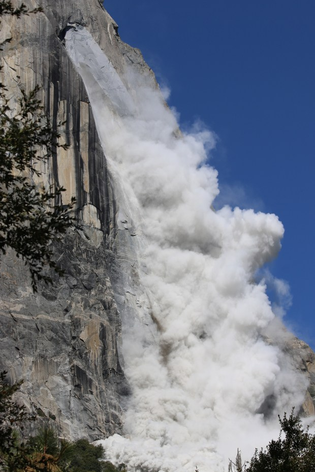 Rockclimber Hennette Olsboe Froeyen of Bergen, Norway photographed this deadly rockfall in Yosemite National Park on Wednesday, Sept. 27, 2017. The rockfall killed at least one person and injured a number of others. (Courtesy Hennette Olsboe Foreyen)