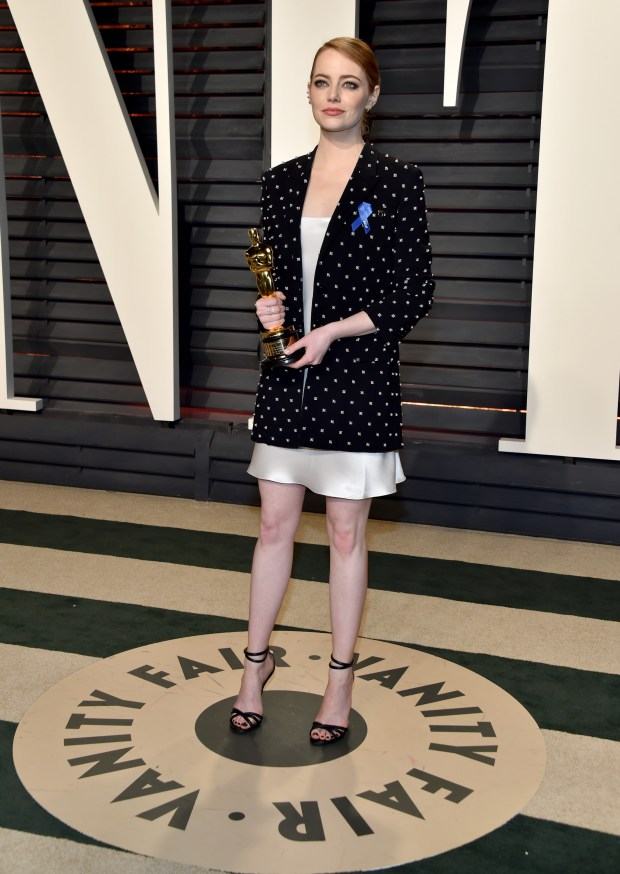 BEVERLY HILLS, CA - FEBRUARY 26: Actor Emma Stone attends the 2017 Vanity Fair Oscar Party hosted by Graydon Carter at Wallis Annenberg Center for the Performing Arts on February 26, 2017 in Beverly Hills, California. (Photo by Pascal Le Segretain/Getty Images)