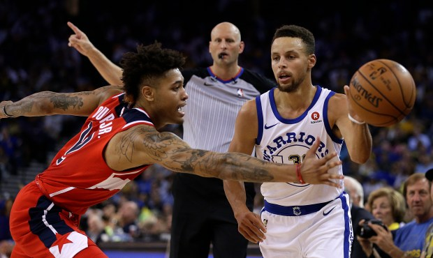 Washington Wizards' Kelly Oubre Jr., left, guards Golden State Warriors' Stephen Curry during the second half of an NBA basketball game Friday, Oct. 27, 2017, in Oakland, Calif. Warriors won, 120-117. (AP Photo/Ben Margot)