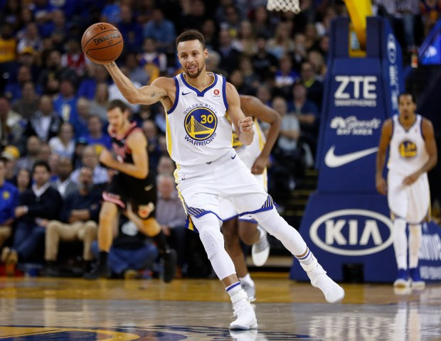 Golden State Warriors' Stephen Curry (30) passes the ball against the Miami Heat in the second quarter at Oracle Arena in Oakland, Calif. on Monday, Nov. 6, 2017. (Nhat V. Meyer/Bay Area News Group)