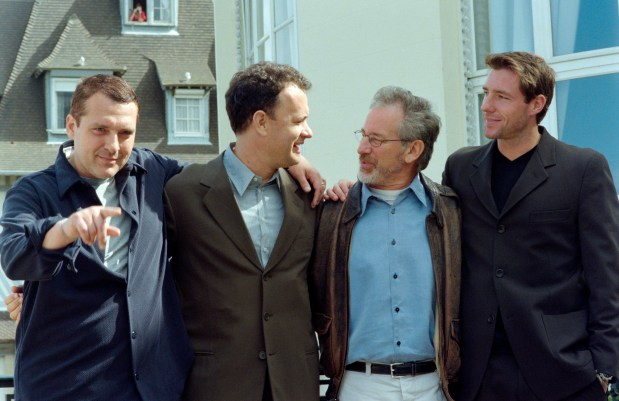 "(from L),US actors Tom Sizemore, Tom Hanks, US film director Steven Spielberg and actor Edward Burns pose for the presentation of Spielberg's last movie ""Saving private Ryan"", on September 05, 1998, during the 24th Deauville American movie Festival. AFP PHOTO MYCHELE DANIAU (Photo credit should read MYCHELE DANIAU/AFP/Getty Images)"