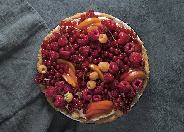 "Erin McDowell's gorgeous fruit-topped Vanilla Mascarpone Cream Pie,which is featured in her new cookbook, ""The Fearless Baker,"" requires no rolling pin at all. (© Jennifer May)"