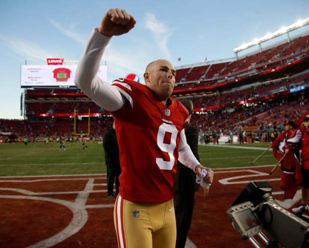 San Francisco 49ers' Robbie Gould (9) celebrates following their 25-23 win against the Tennessee Titans for their NFL game at Levi's Stadium in Santa Clara, Calif., on Sunday, Dec. 17, 2017. (Nhat V. Meyer/Bay Area News Group)