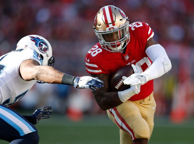 San Francisco 49ers' Carlos Hyde (28) runs against the Tennessee Titans in the second quarter of their NFL game at Levi's Stadium in Santa Clara, Calif., on Sunday, Dec. 17, 2017. (Nhat V. Meyer/Bay Area News Group)
