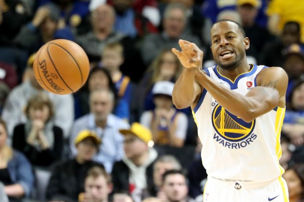 Golden State Warriors'  Andre Iguodala (9) passes the ball against the Dallas Mavericks in the second half of an NBA game against the Dallas Mavericks at Oracle Arena in Oakland, Calif., on Thursday, Dec. 14, 2017. (Ray Chavez/Bay Area News Group)