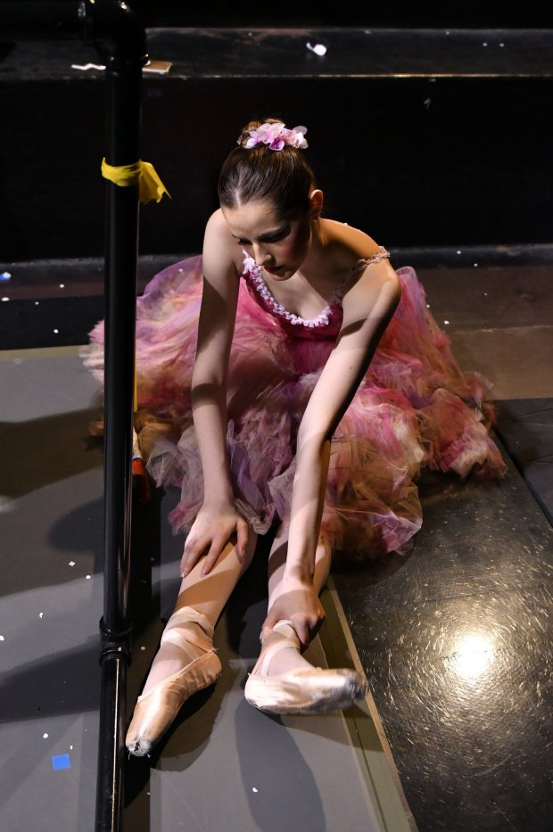 Sage Humphries massages her legs during intermission. MUST CREDIT: Photofor The Washington Post by Josh Reynolds