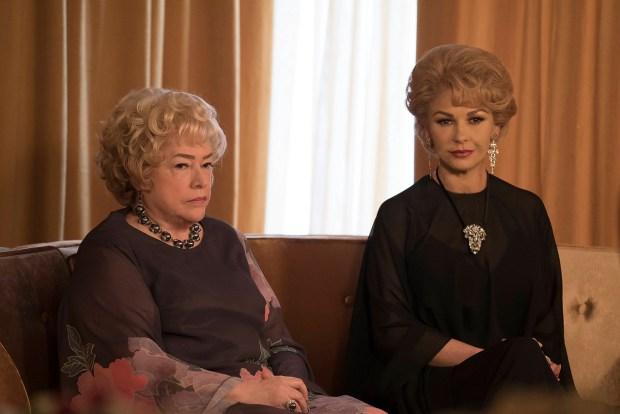 (L-R) Kathy Bates as Joan Blondell and Catherine Zeta-Jones as Olivia de Havilland in 'FUED: Bette and Joan.' (Ali Goldstein/FX)