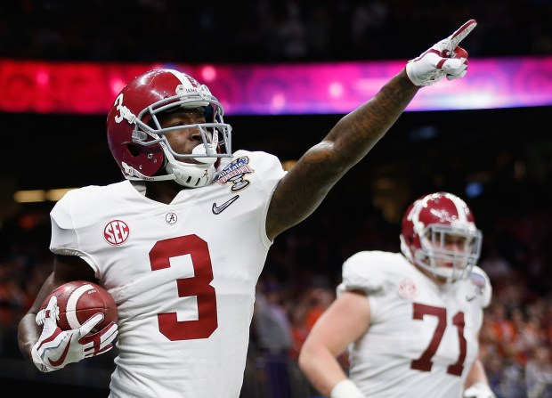NEW ORLEANS, LA - JANUARY 01: Calvin Ridley #3 of the Alabama Crimson Tide celebrates a reception for a touchdown in the first quarter of the AllState Sugar Bowl against the Clemson Tigers at the Mercedes-Benz Superdome on January 1, 2018 in New Orleans, Louisiana. (Photo by Jamie Squire/Getty Images)