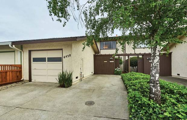 This Almaden Valley attached single-family home is updated and ready to move into.
