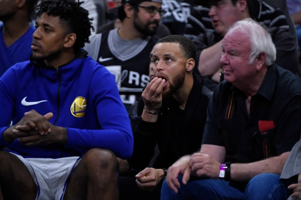 Golden State Warriors' Stephen Curry (30) eats popcorn while sitting on the bench during the first quarter of Game 4 of their NBA first-round playoff series at AT&T Center in San Antonio, Texas, on Sunday, April 22, 2018. (Jose Carlos Fajardo/Bay Area News Group)