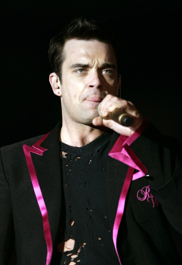 Pop singer Robbie Williams, 2005 (AP Photo/Jose Luis Magana)