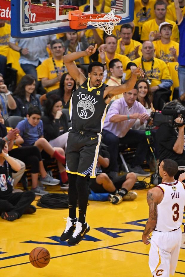 Golden State Warriors' Shaun Livingston (34) ...