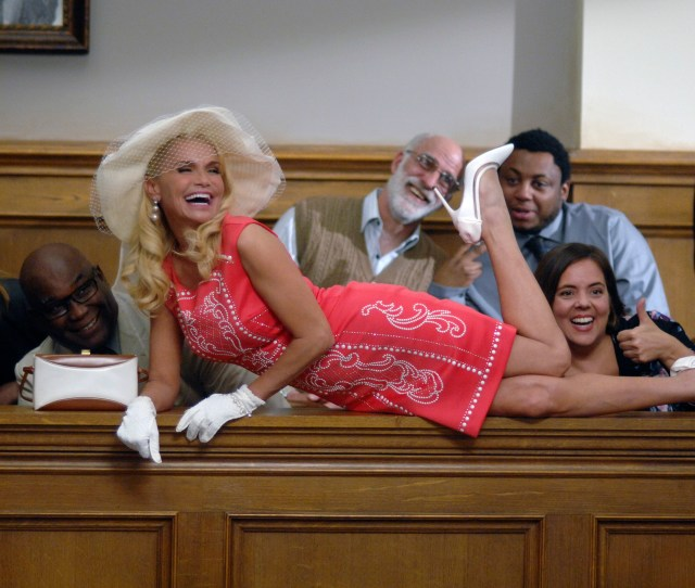 Tv Tonight Trial Error Returns With Kristin Chenoweth On The Hot Seat
