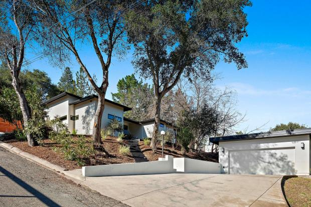 Sponsored A Modern Tranquil Home In Orinda With Potential For Accessory Dwelling Unit